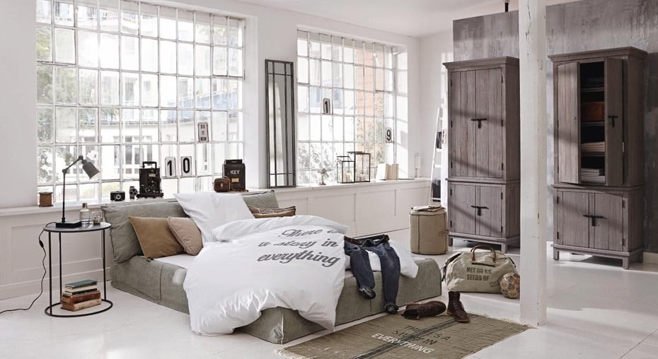 einrichtungsidee puristisches schlafzimmer im loft stil loberon. Black Bedroom Furniture Sets. Home Design Ideas